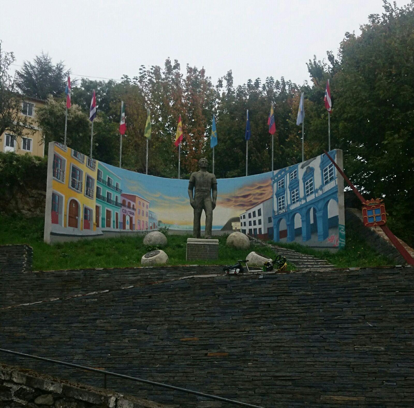 Monumento a los Inmigrantes de Pola de Allande